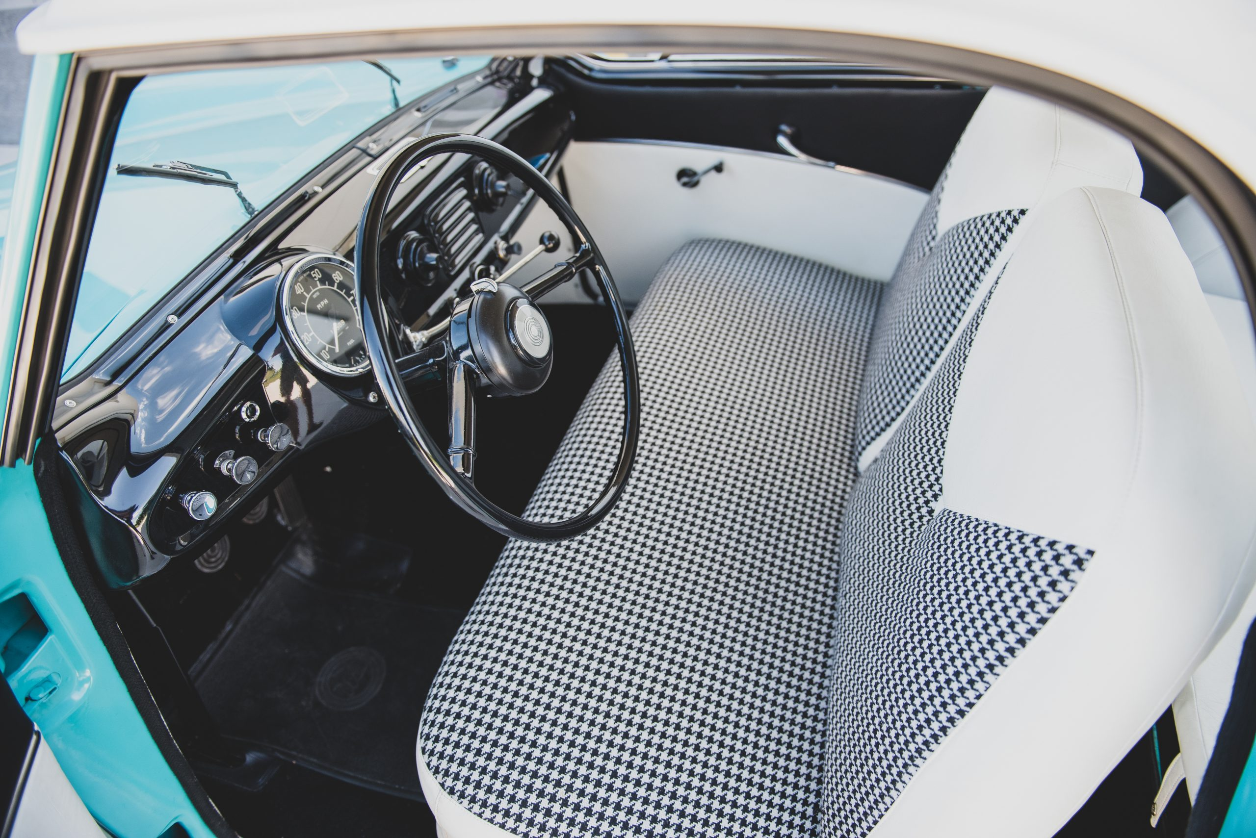 1957-Nash-Metropolitan-interior
