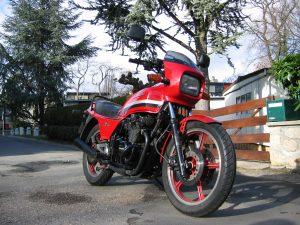 1982 Kawasaki GPZ 550 motorcycle front three-quarter