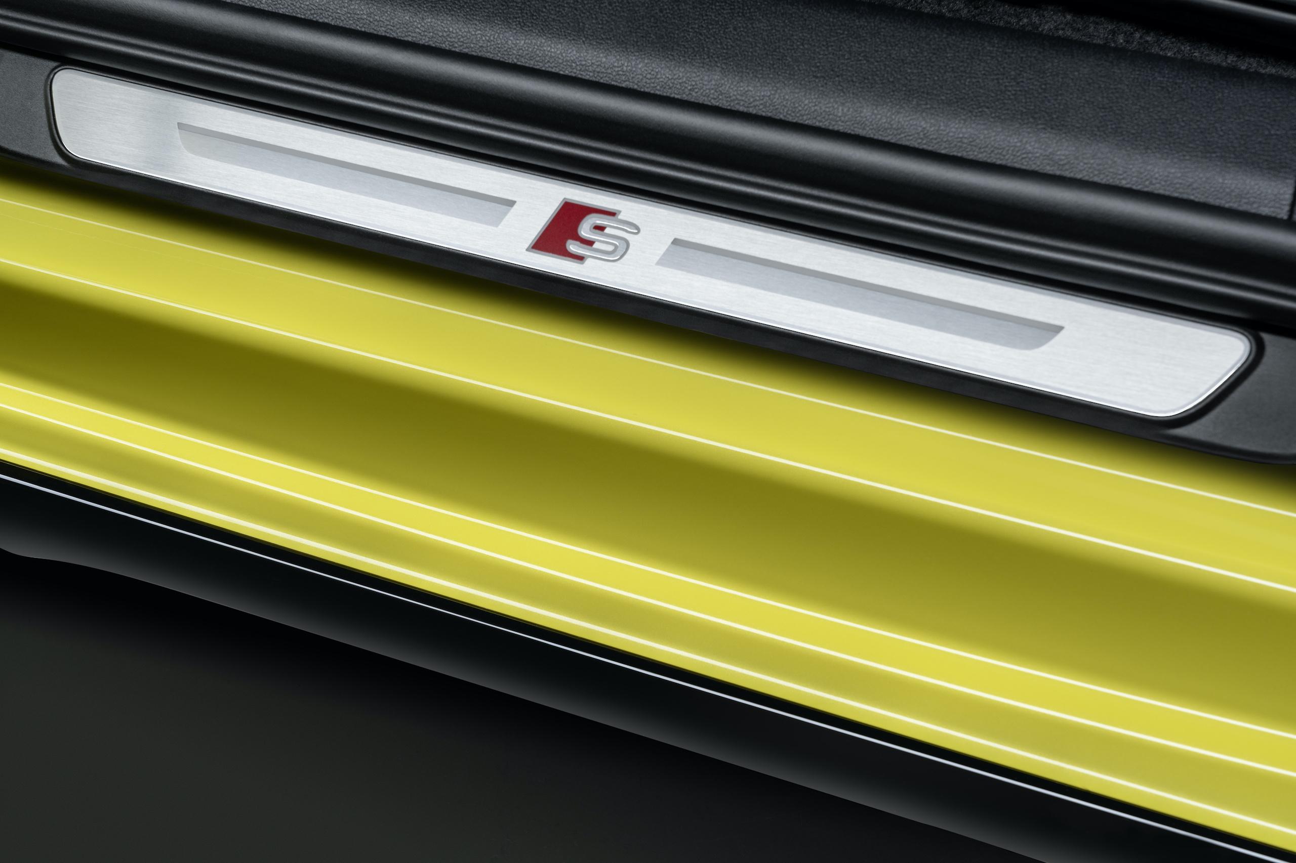 Audi S3 Sportback python yellow door sill