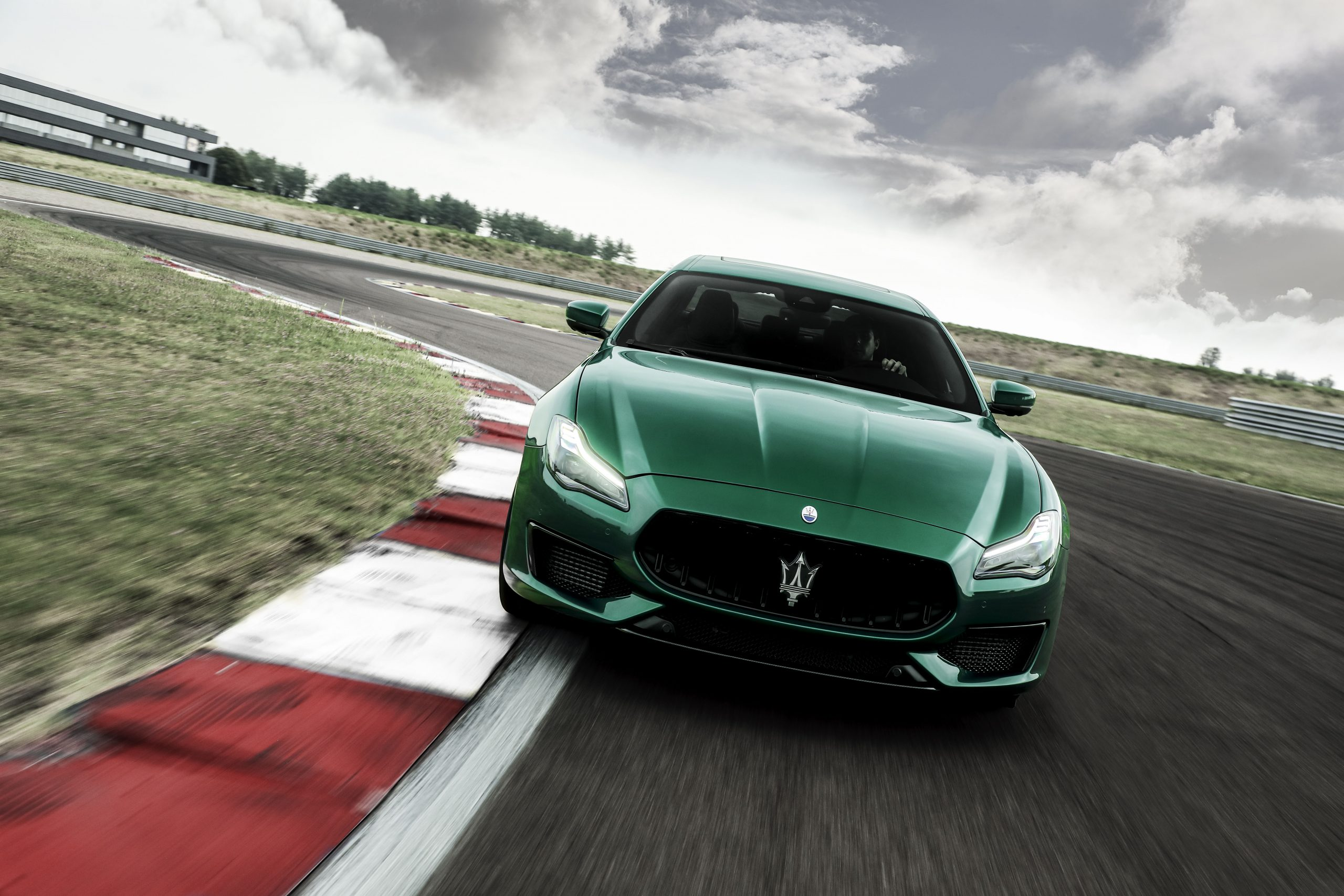 green quattroporte front track action