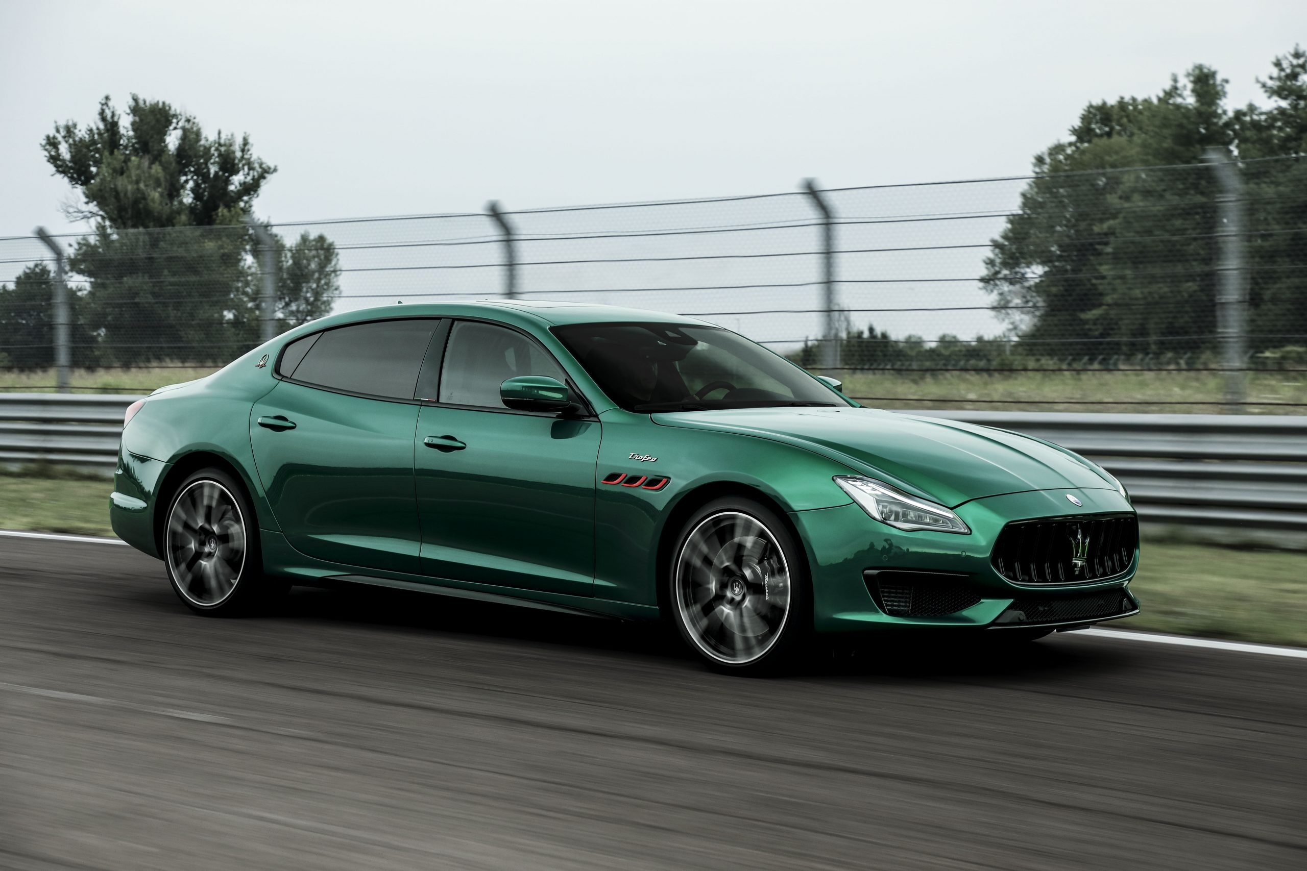 green quattroporte front three-quarter track action