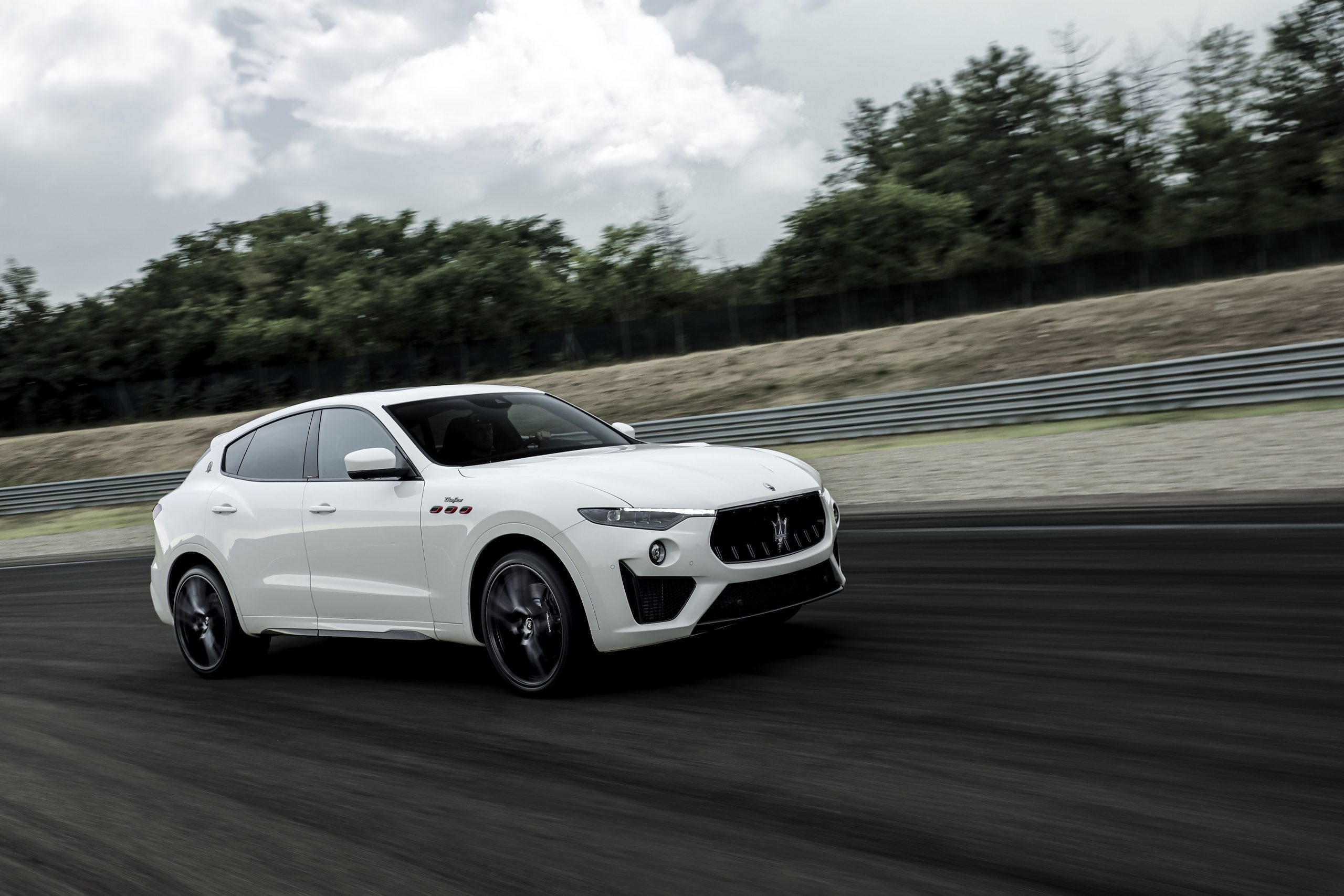 white levante front three-quarter track action