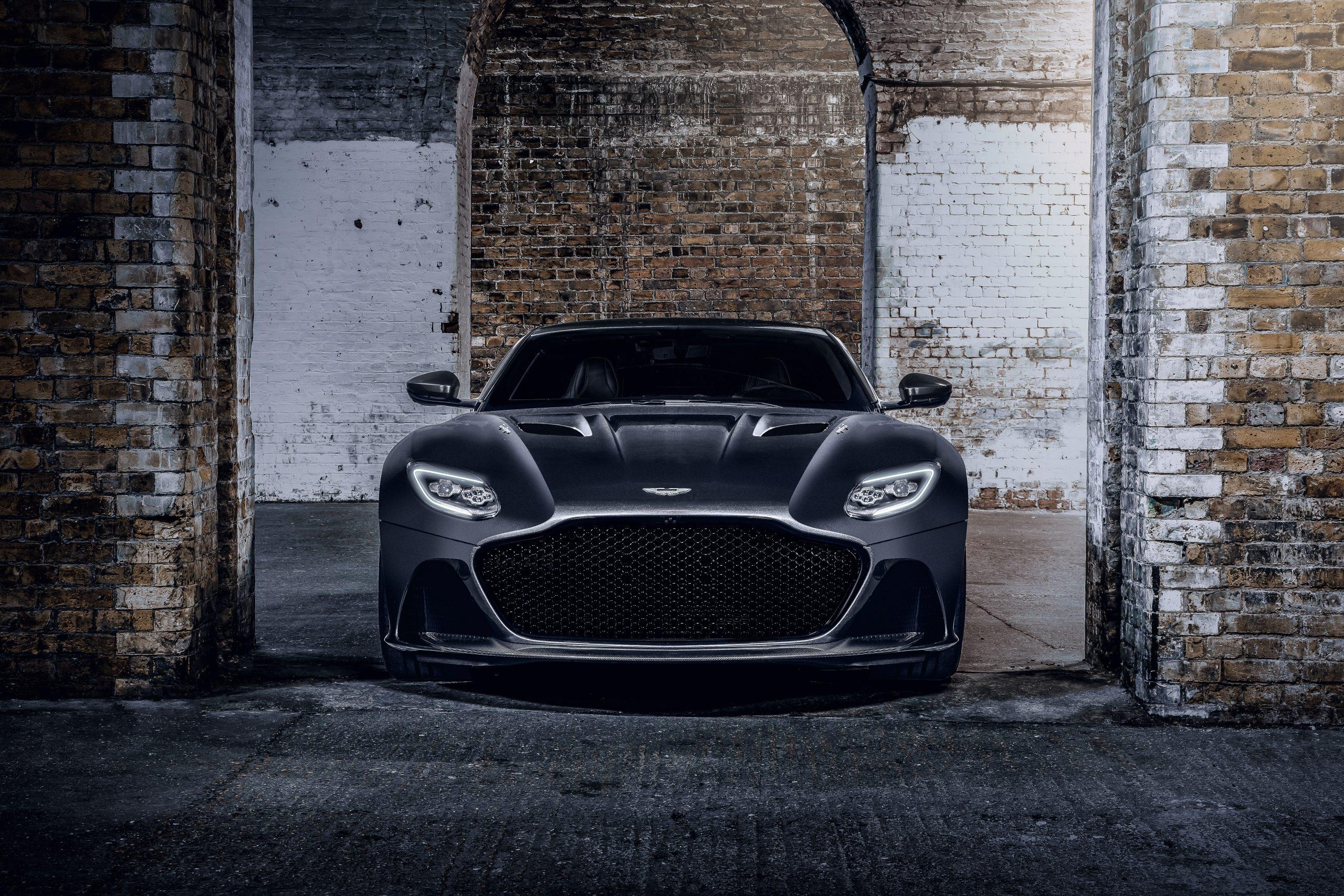 Aston Martin Vantage 007 Edition front