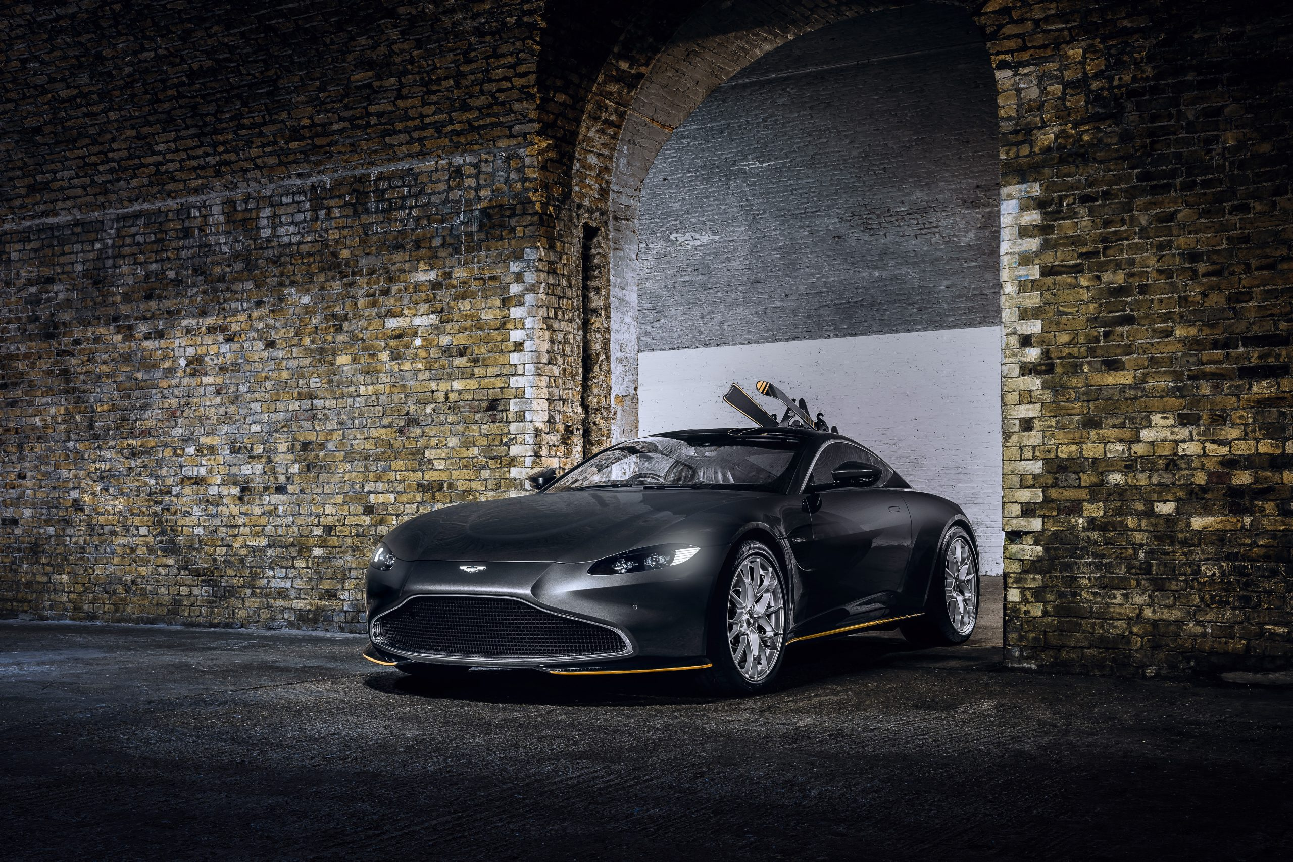 Aston Martin Vantage 007 Edition front three-quarter