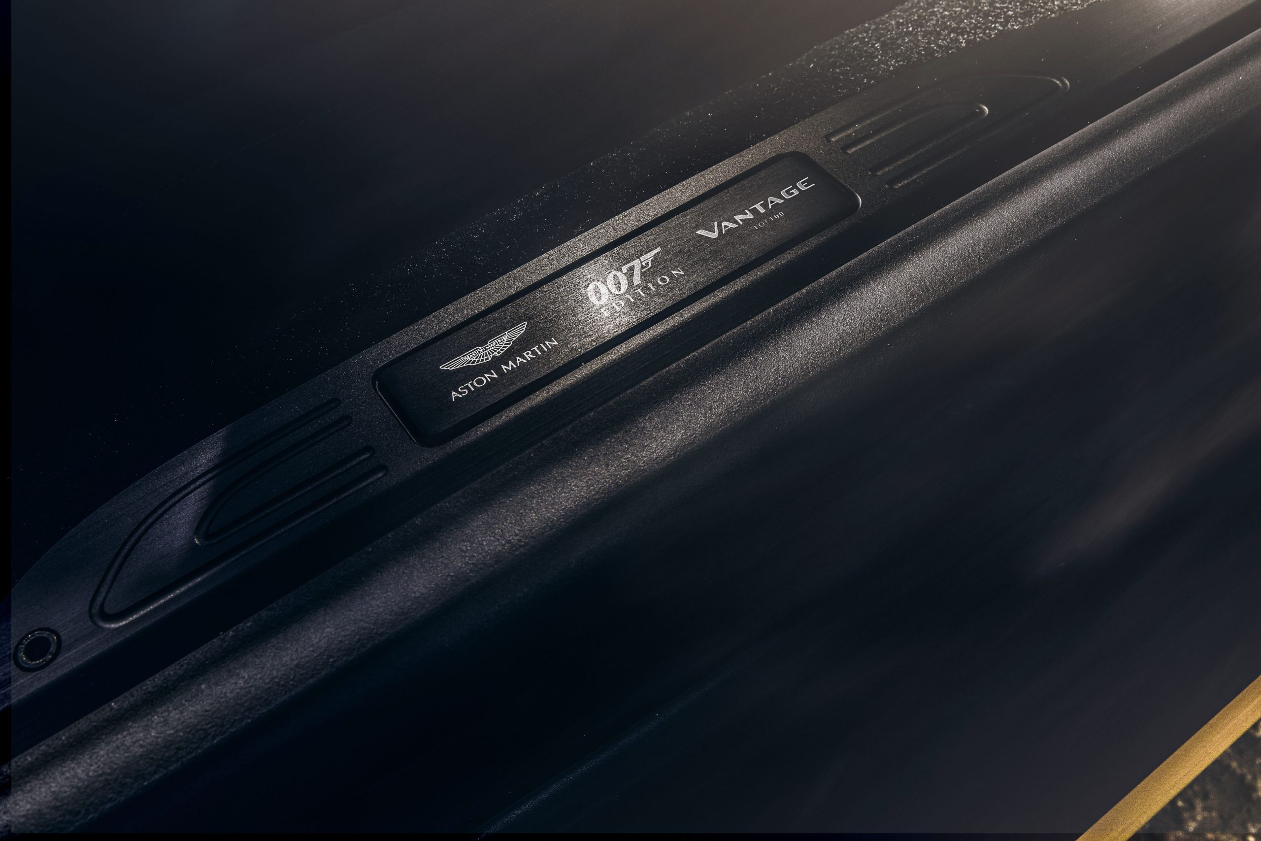 Aston Martin Vantage 007 Edition badge