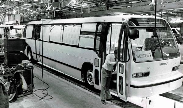 RTS Bus front three-quarter