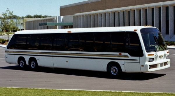 RTS Bus color front three-quarter