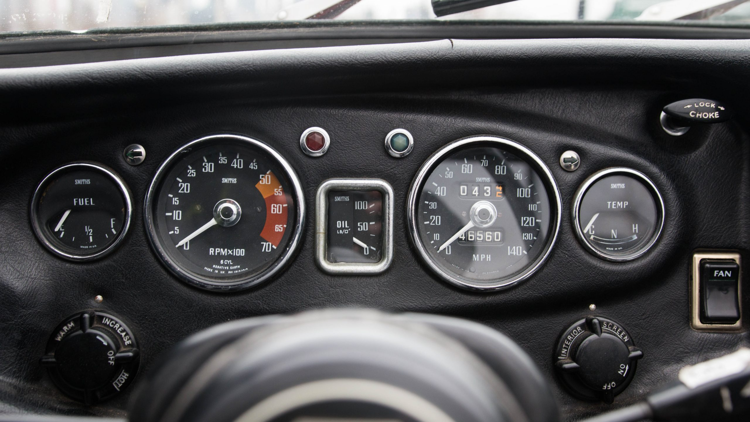 1969 MG MGC gauges detail
