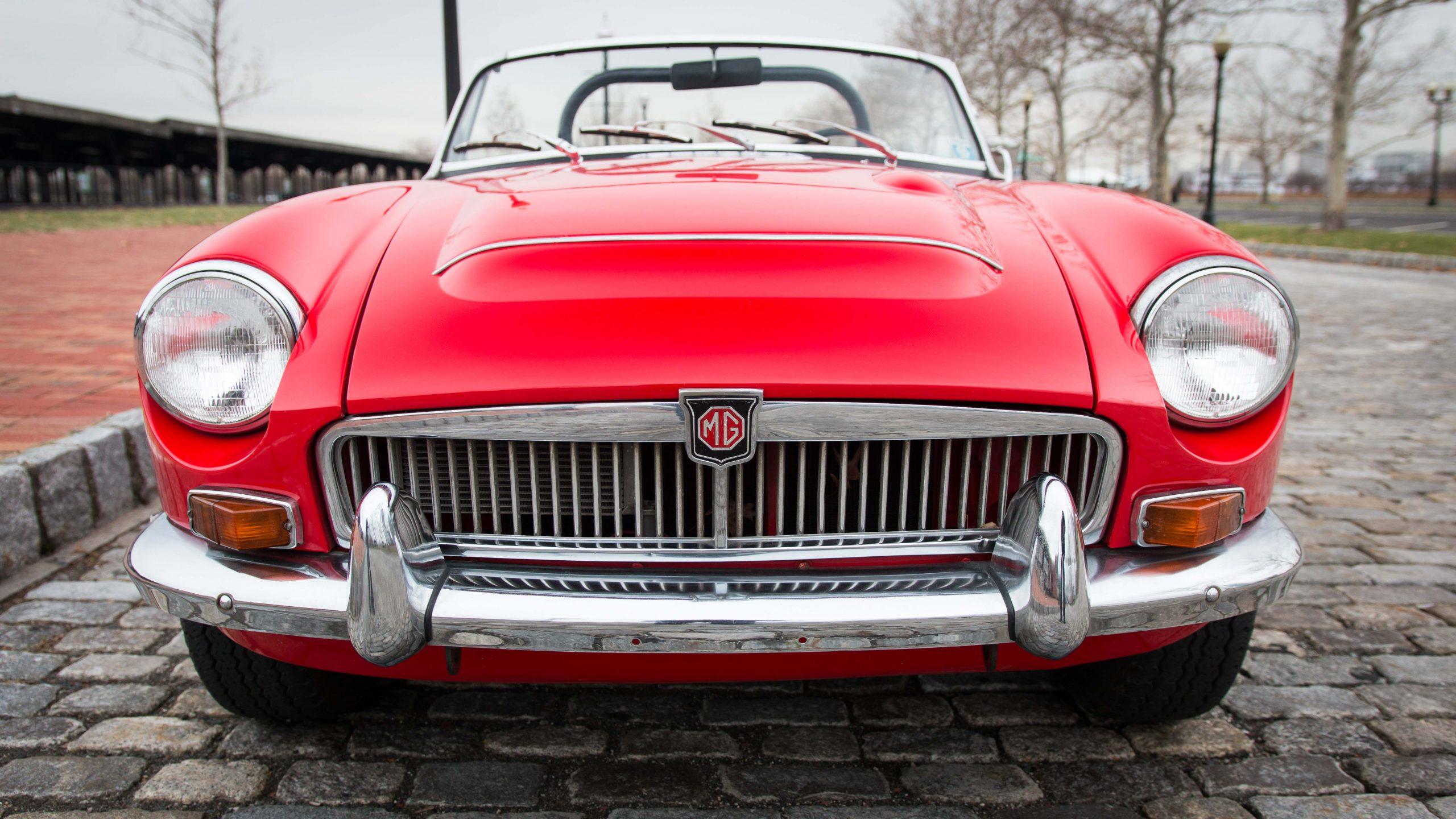 1969 MG MGC front