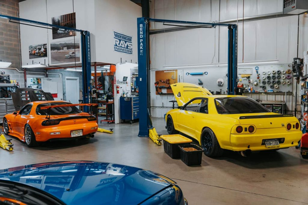 JDM story - Driver Motorsports GTR and FD RX7 in shop