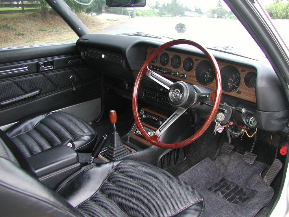 "JDM story - Nissan Skyline ""kenmeri"" - interior"