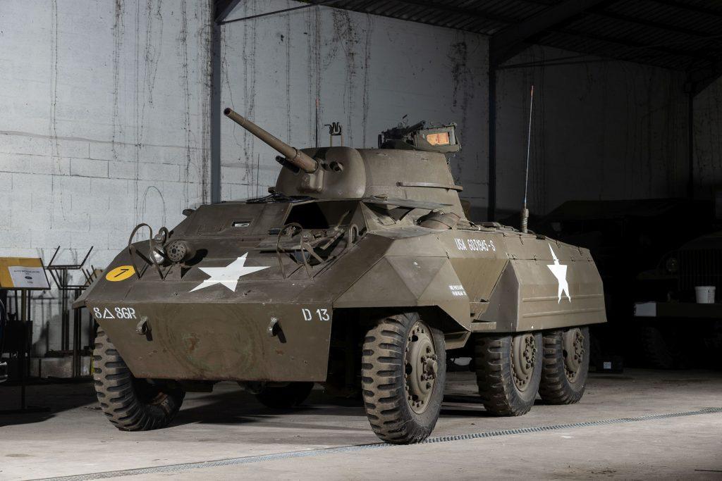 1943 Ford M8 blindé léger front three-quarter