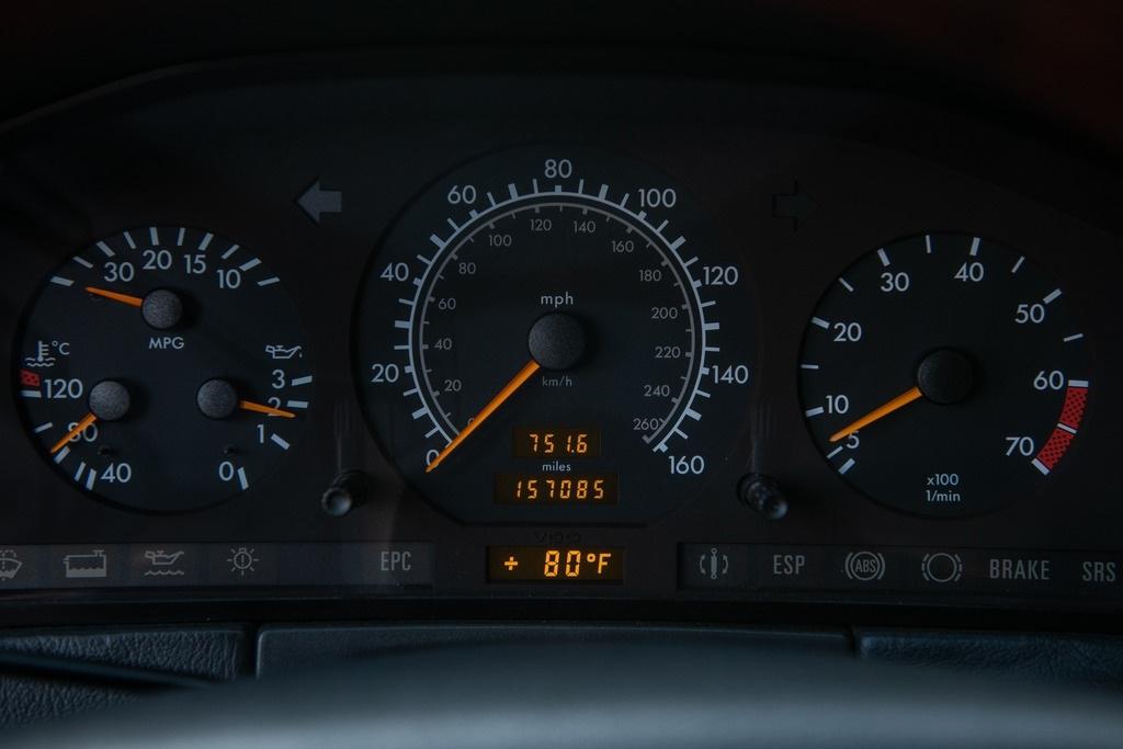 Michael Jordan - 1996 Mercedes S-Class S600 speedometer