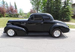Okotoks Canada Auction - 1939 Pontiac Chieftain Opera