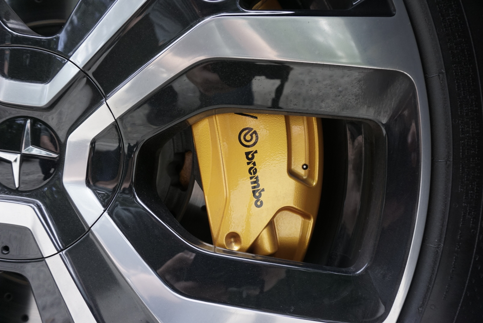 Polestar 2 brembo brake and wheel close