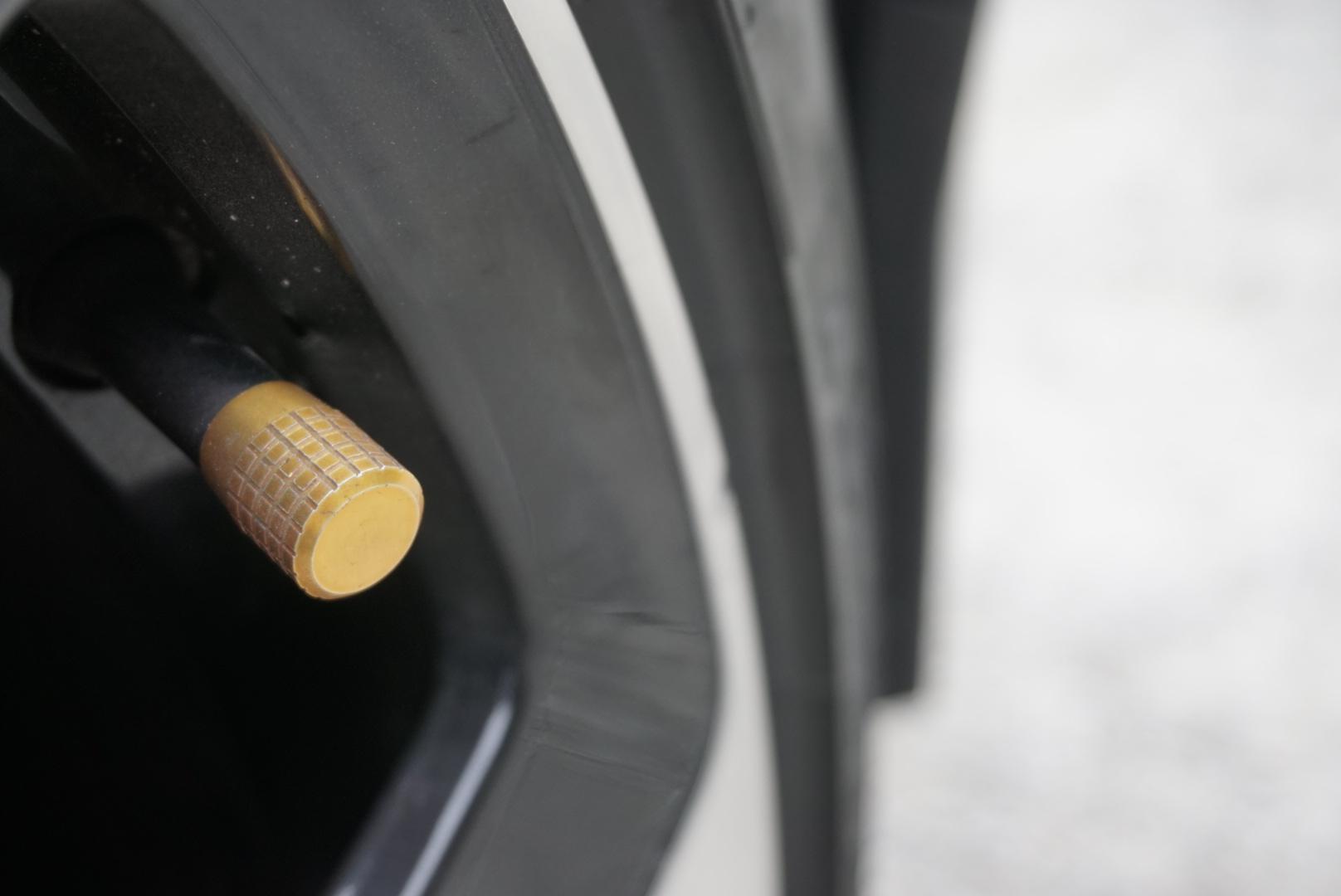 Polestar 2 wheel and tire valve stem close