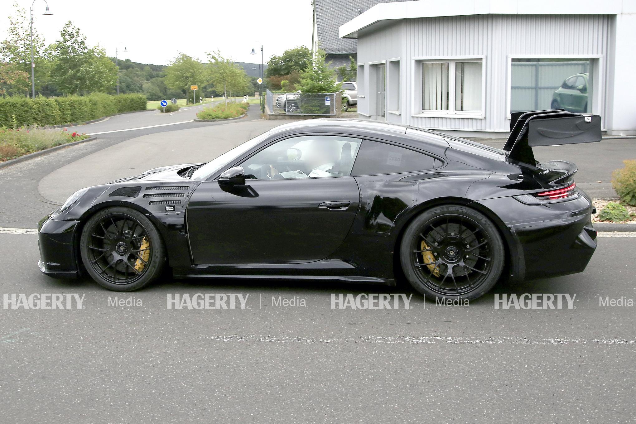 Porsche 911 GT3 RS side profile test drive action