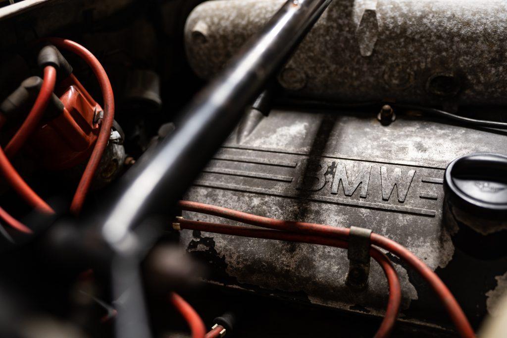 1971 bmw 2002 engine close up