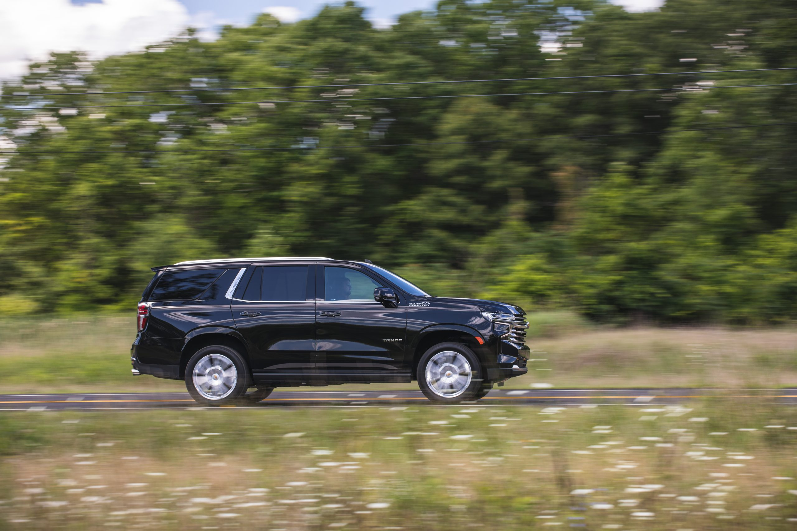 2021 Chevrolet Tahoe High Country side profile action