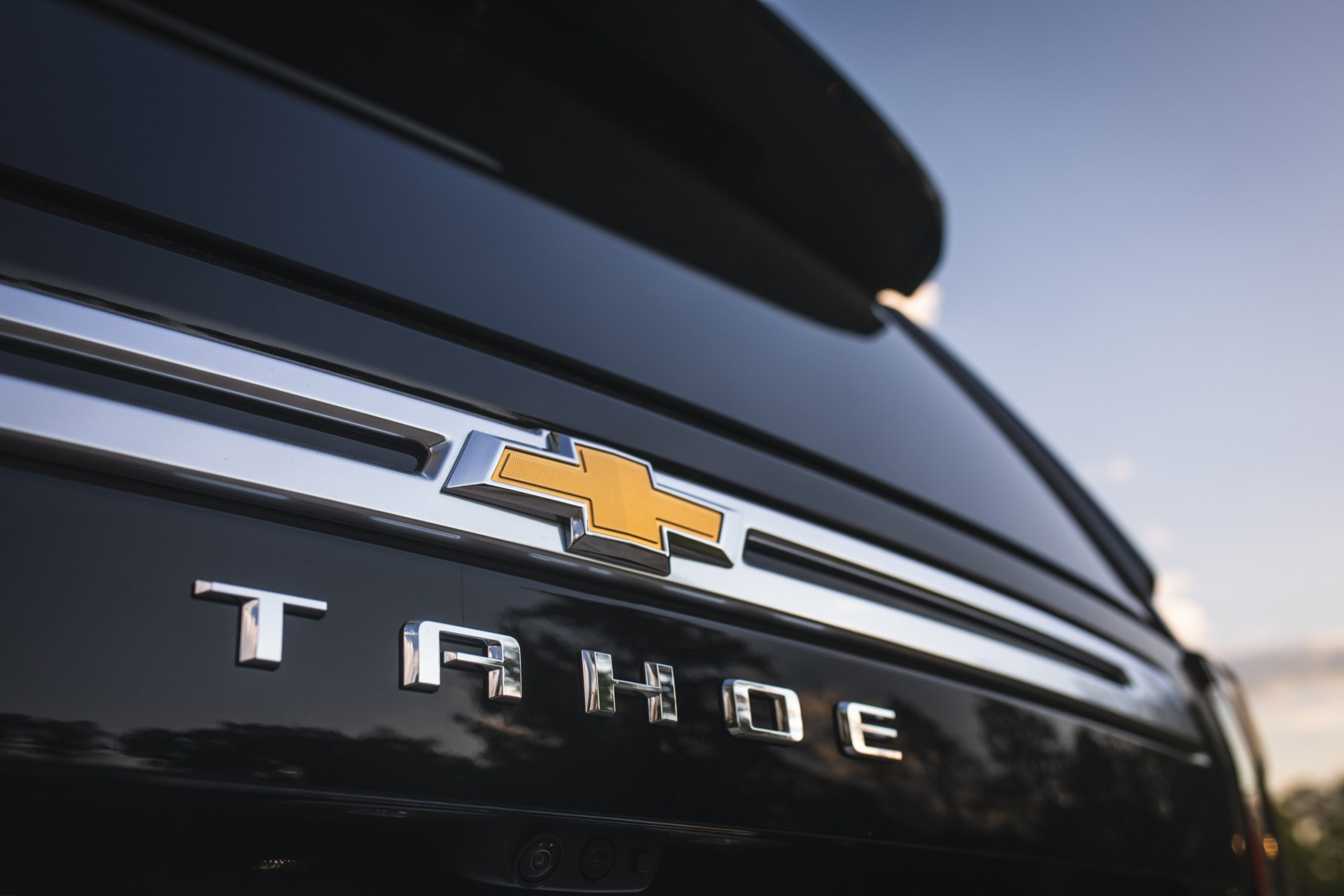 2021 Chevrolet Tahoe High Country logos