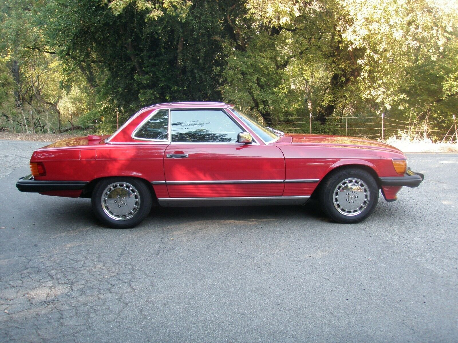 1986 Mercedes-Benz 560SL profile