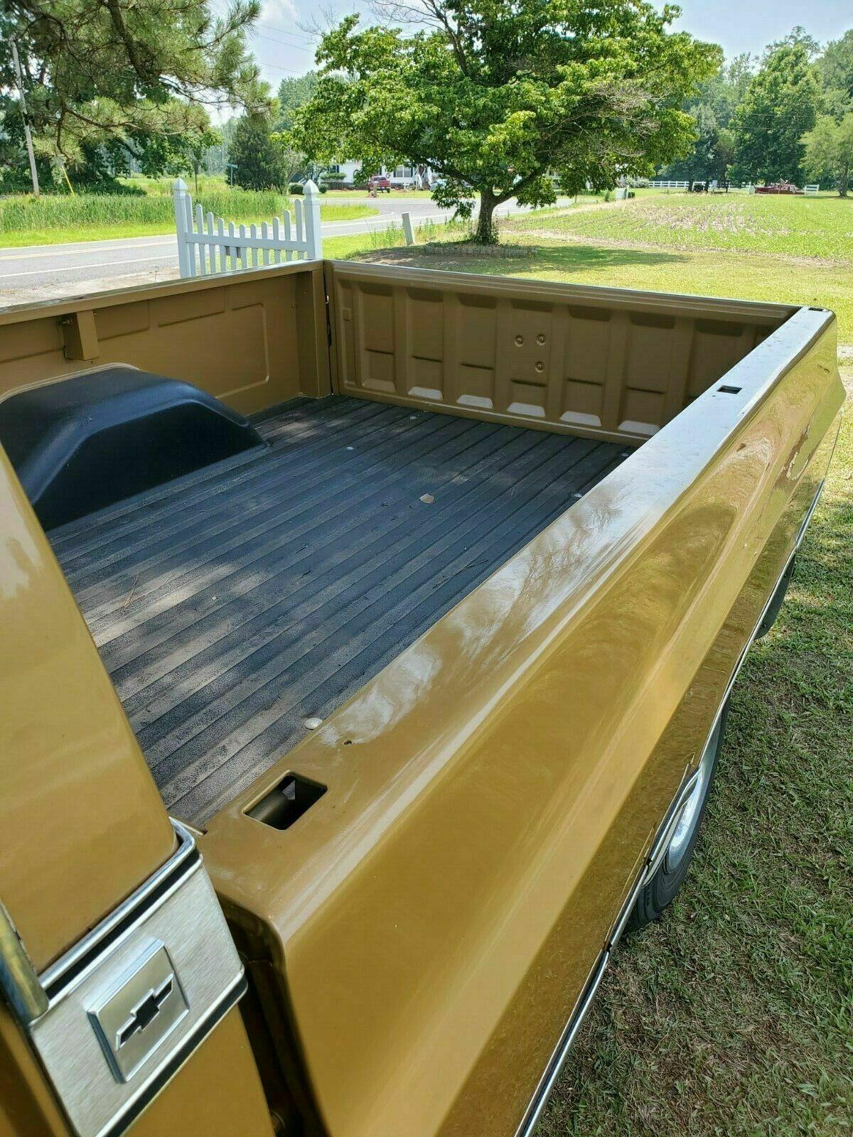 1986 Chevrolet C-10 bed