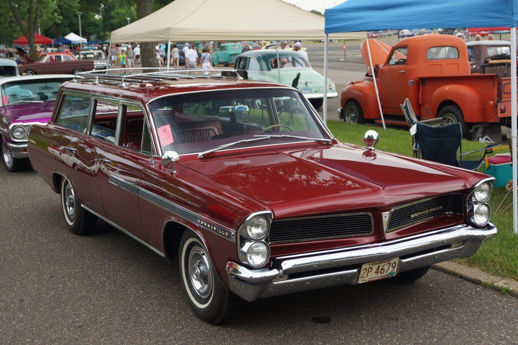 1963 Bonneville Safari front three-quarter