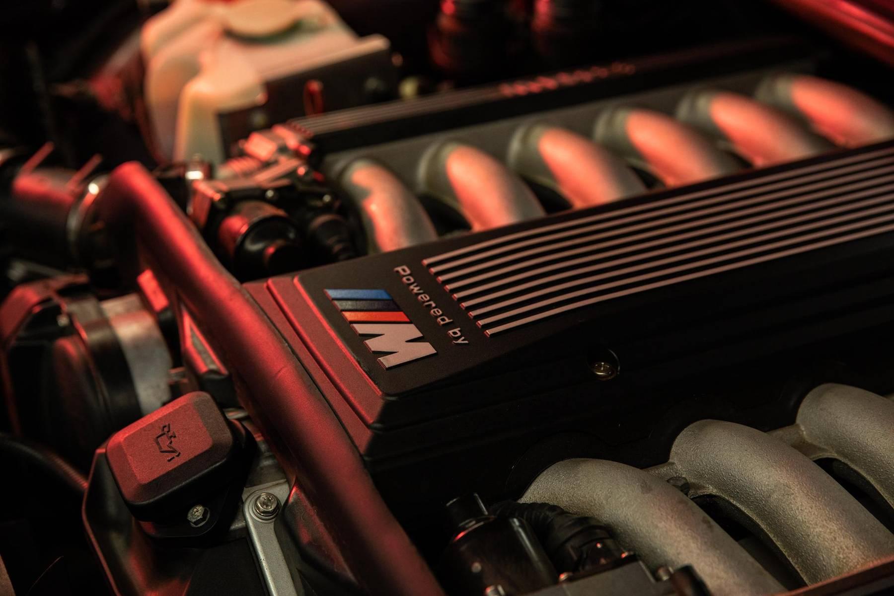 1995 BMW 850CSi engine close