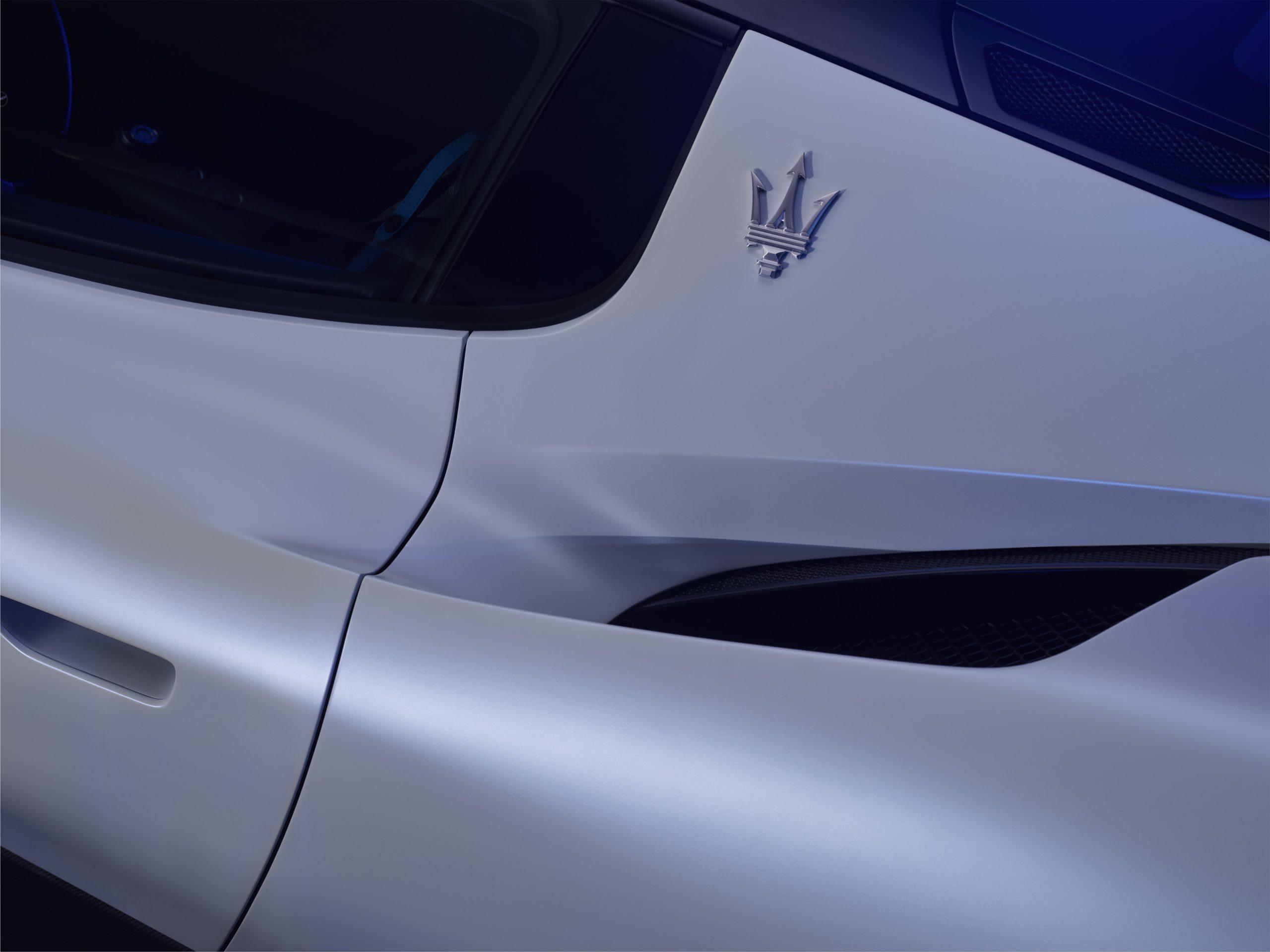 Maserati MC20 trident logo rear scoop