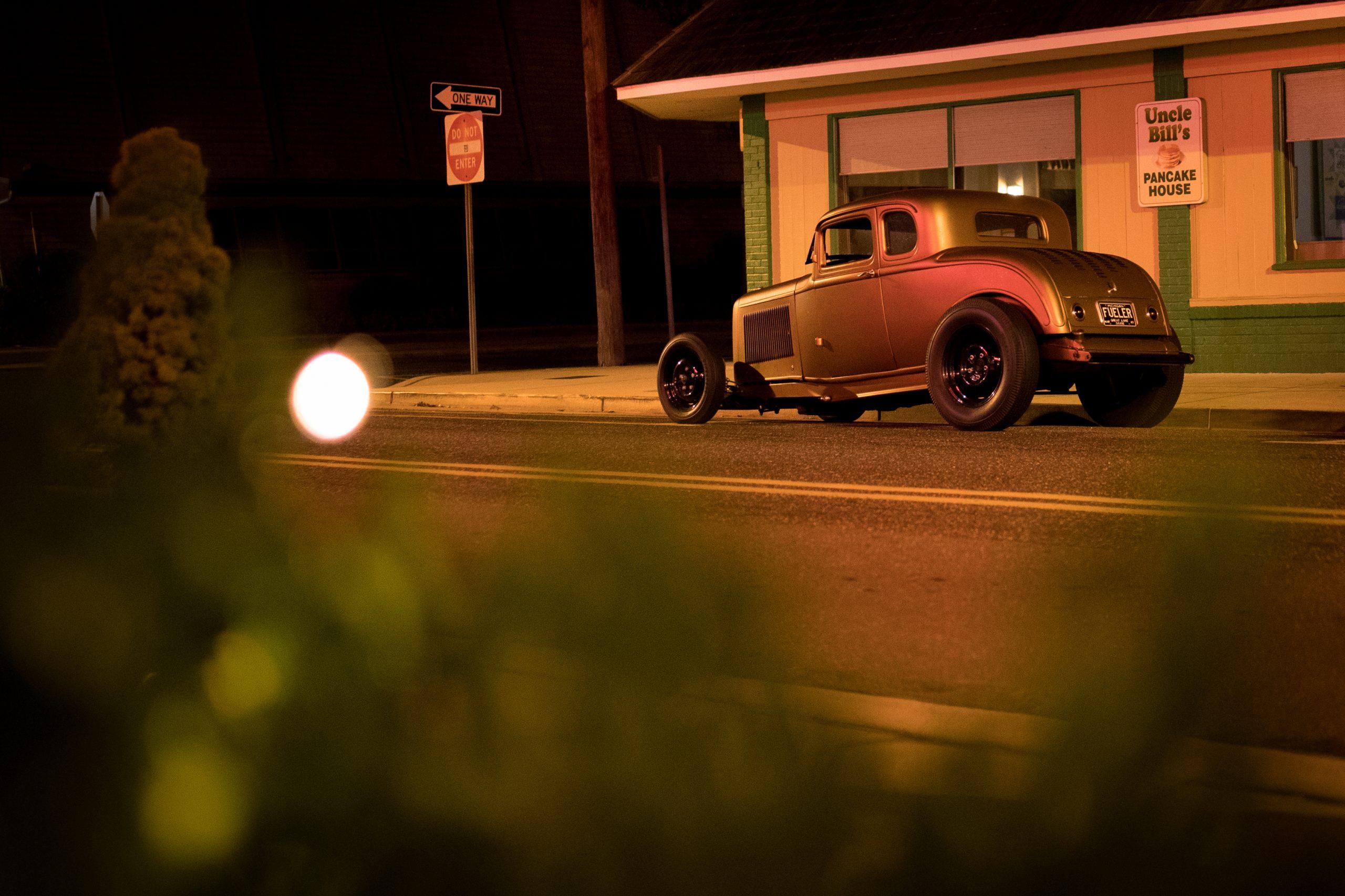 hot rod pancake house at night