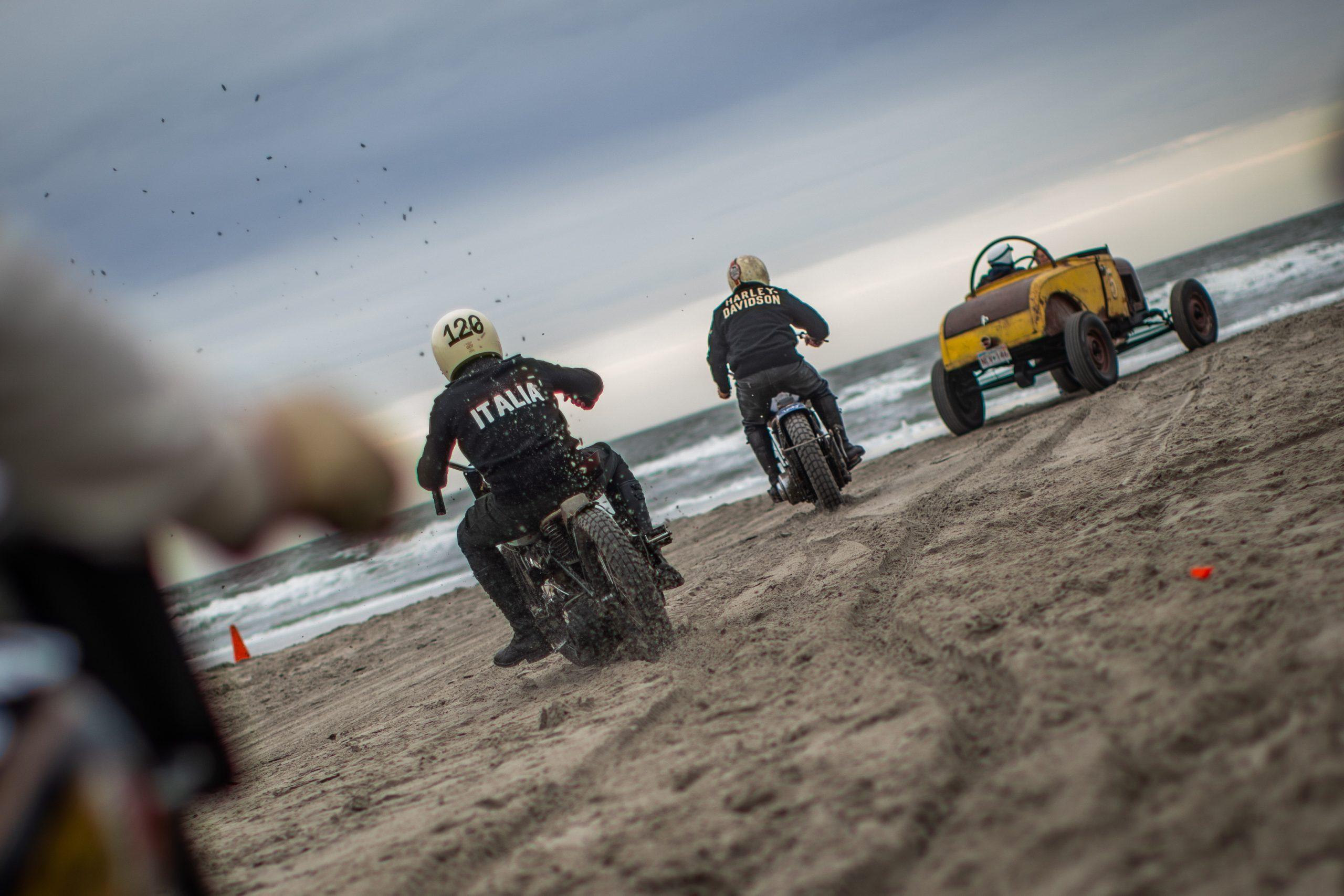 motorbike beach racers rear