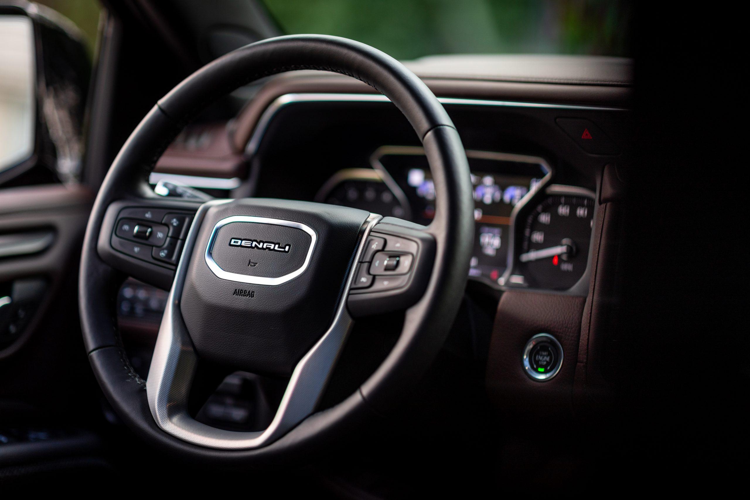 2021 Yukon Denali steering wheel round two