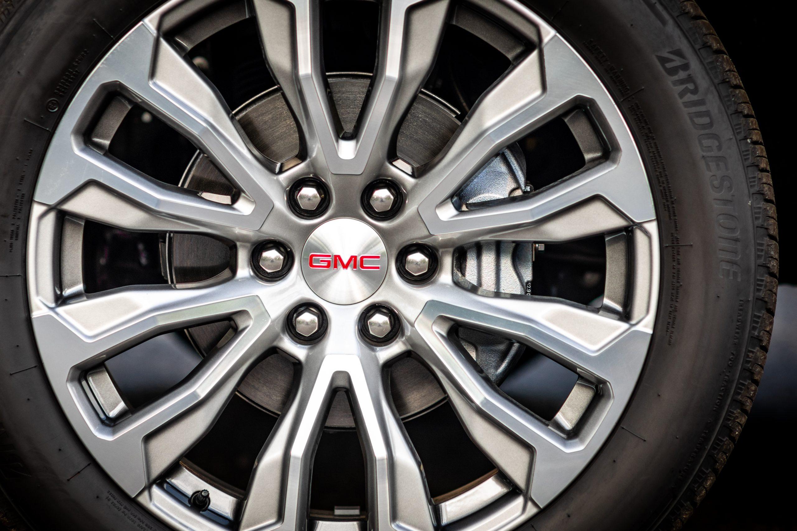 2021 Yukon Denali 22-inch wheel