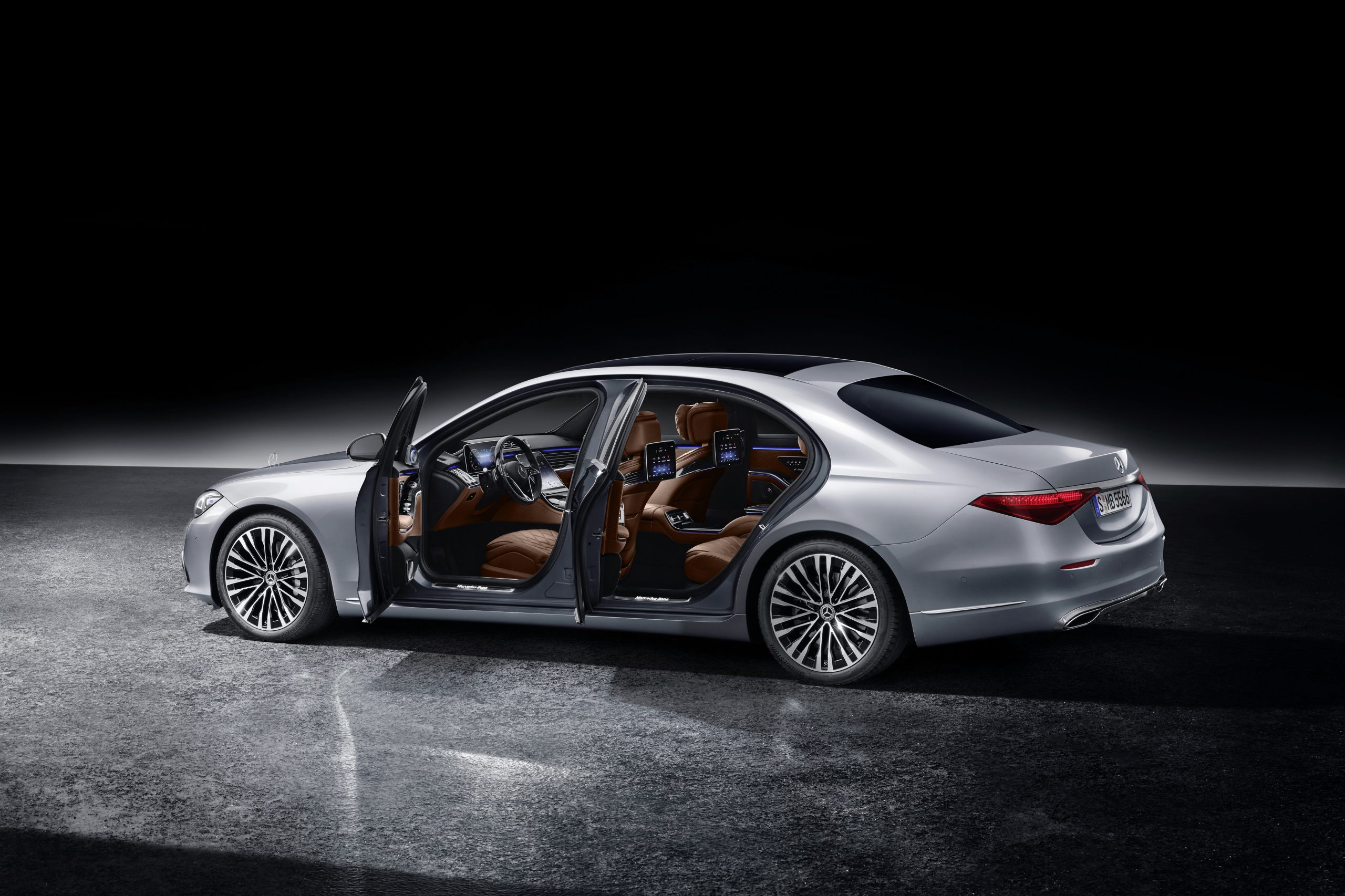 Mercedes-Benz S Class rear three-quarter open doors