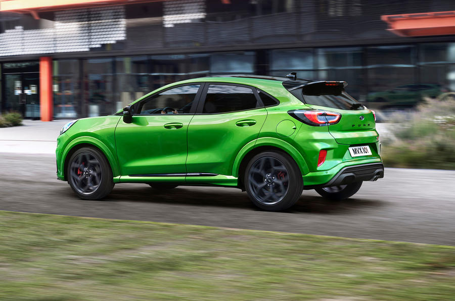 ford-puma-st-official-tracking-side