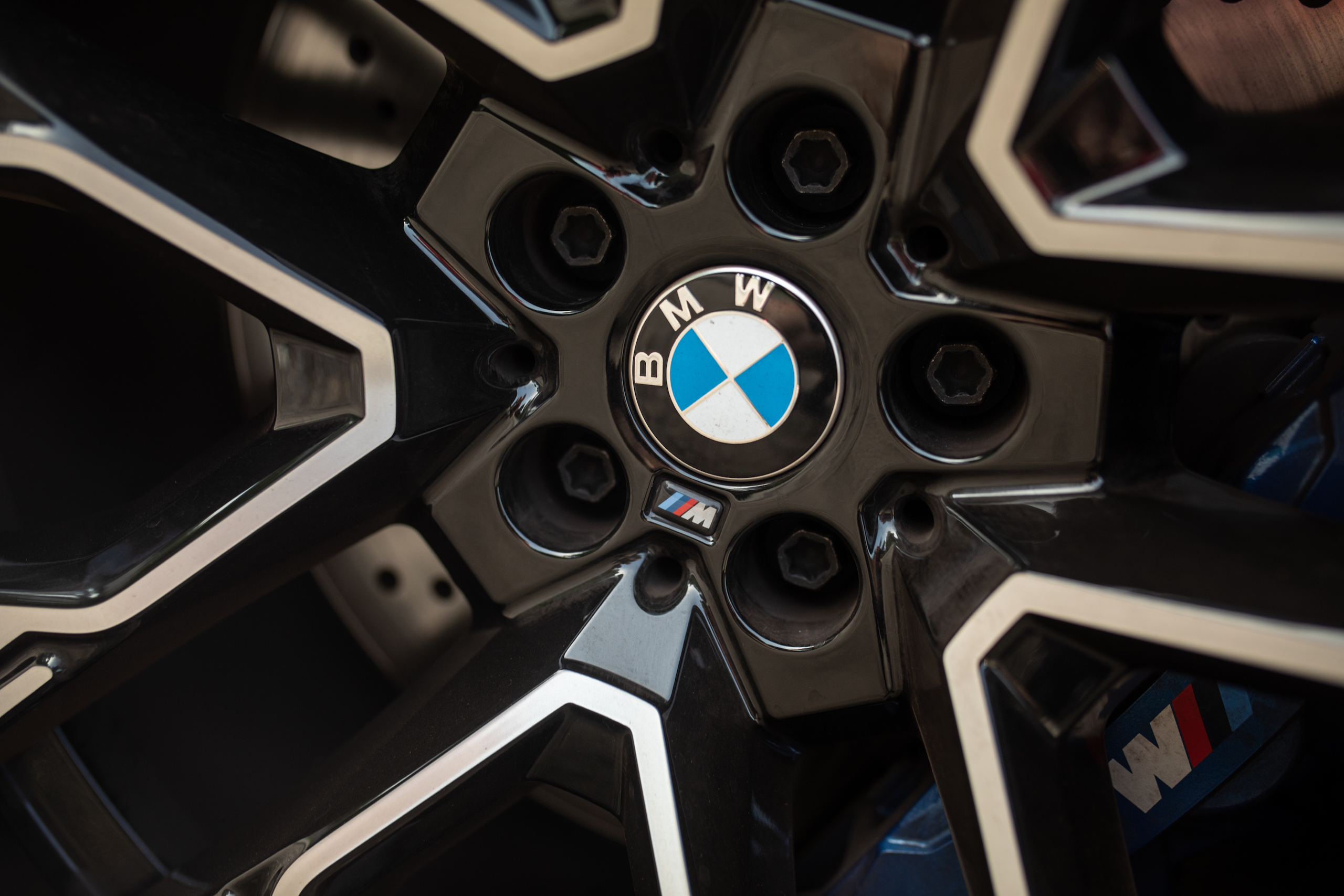 bmw x5m wheel hub detail