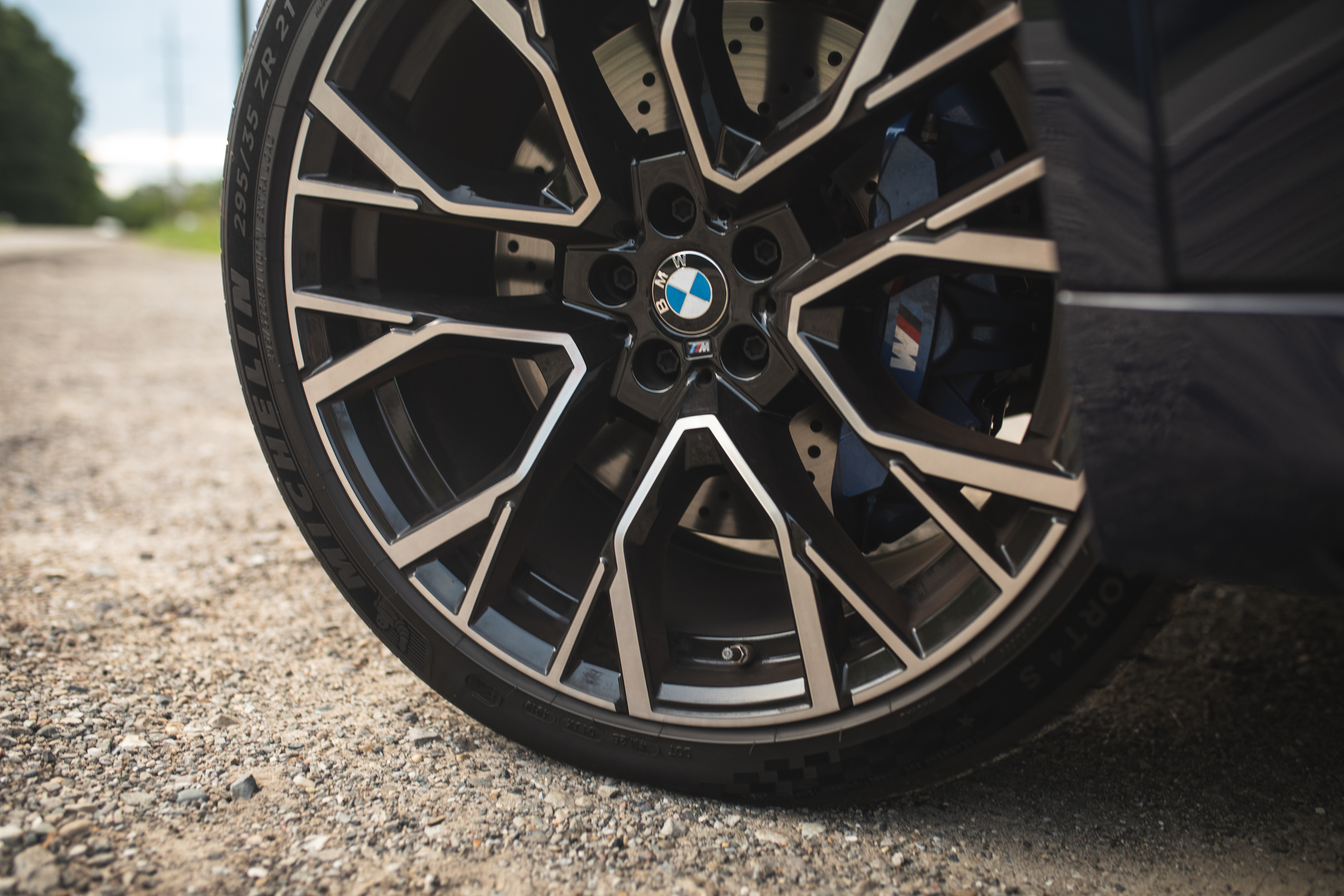 bmw x5m wheel and tire detail