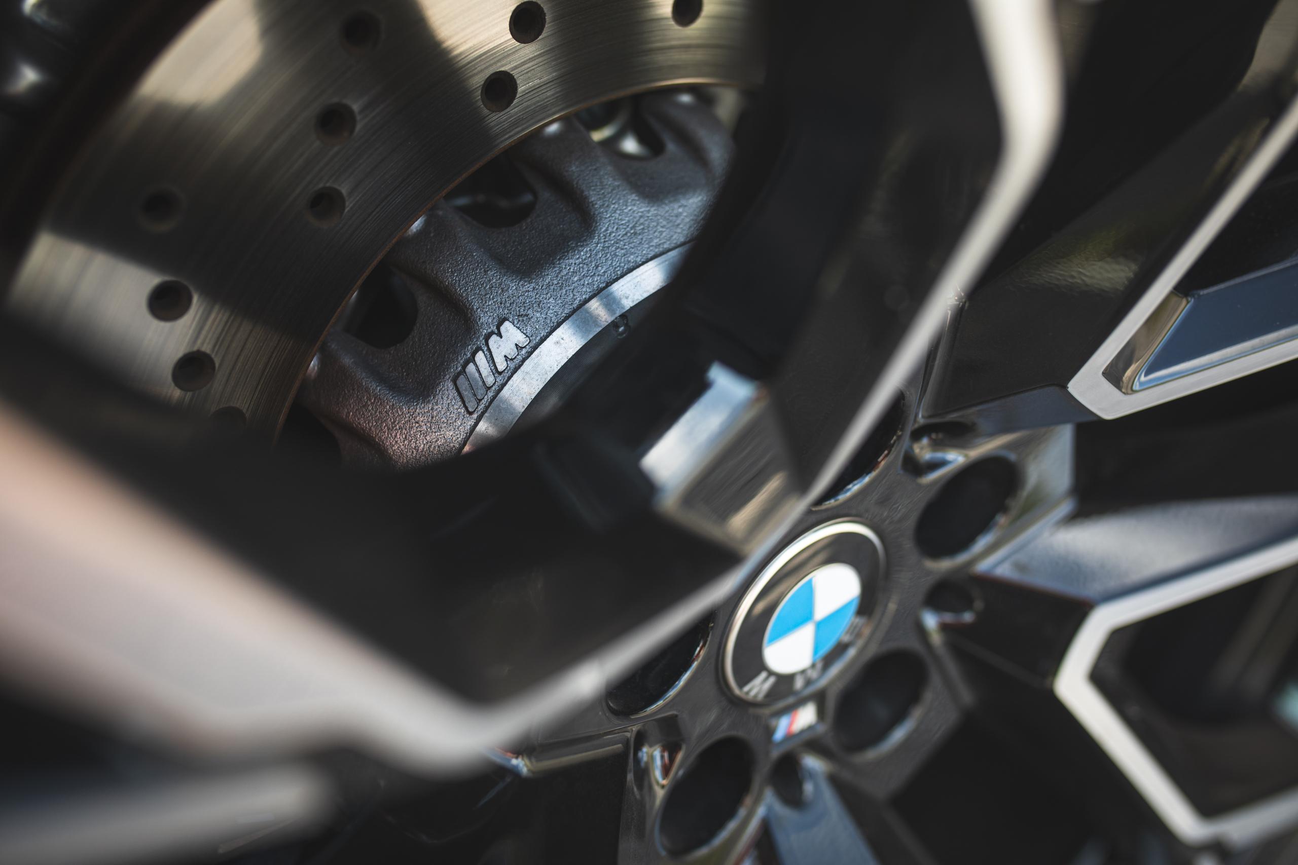 bmw x5m wheel hub caliper detail close