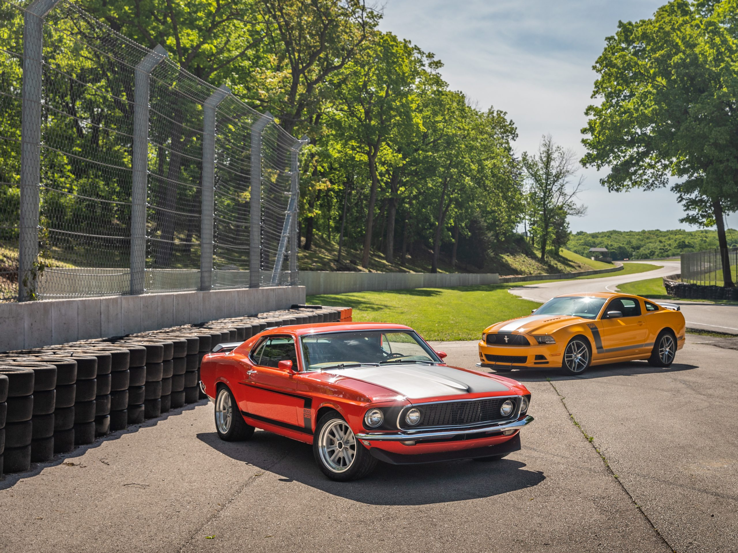ford mustang boss 302 vintage vs modern at track
