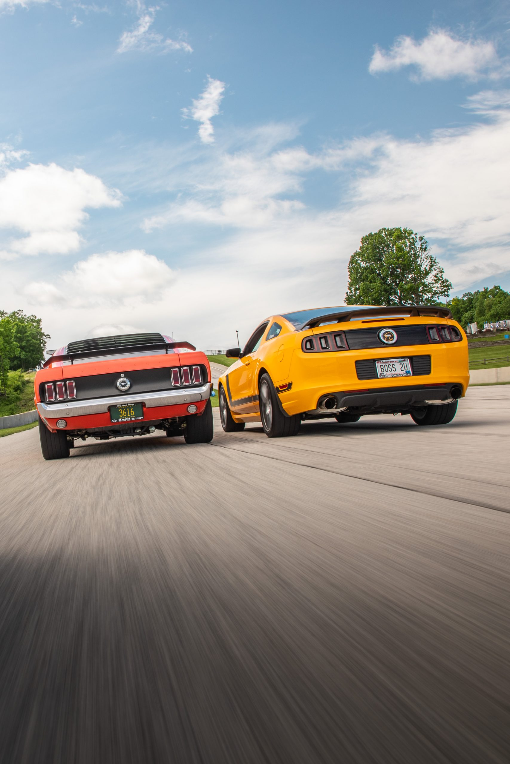 ford mustang boss 302 vintage vs modern dynamic track action