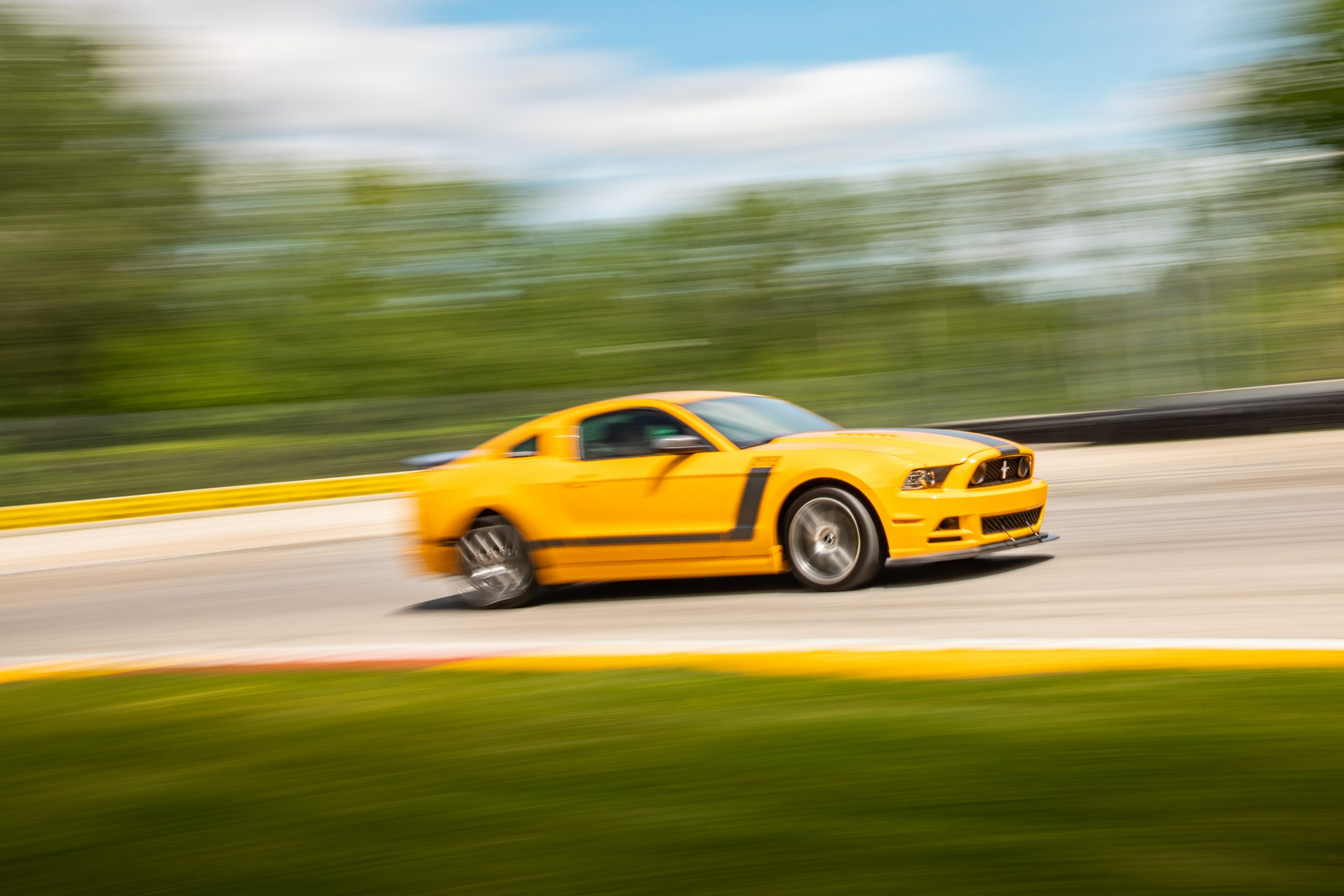 ford mustang boss 302 modern car track action