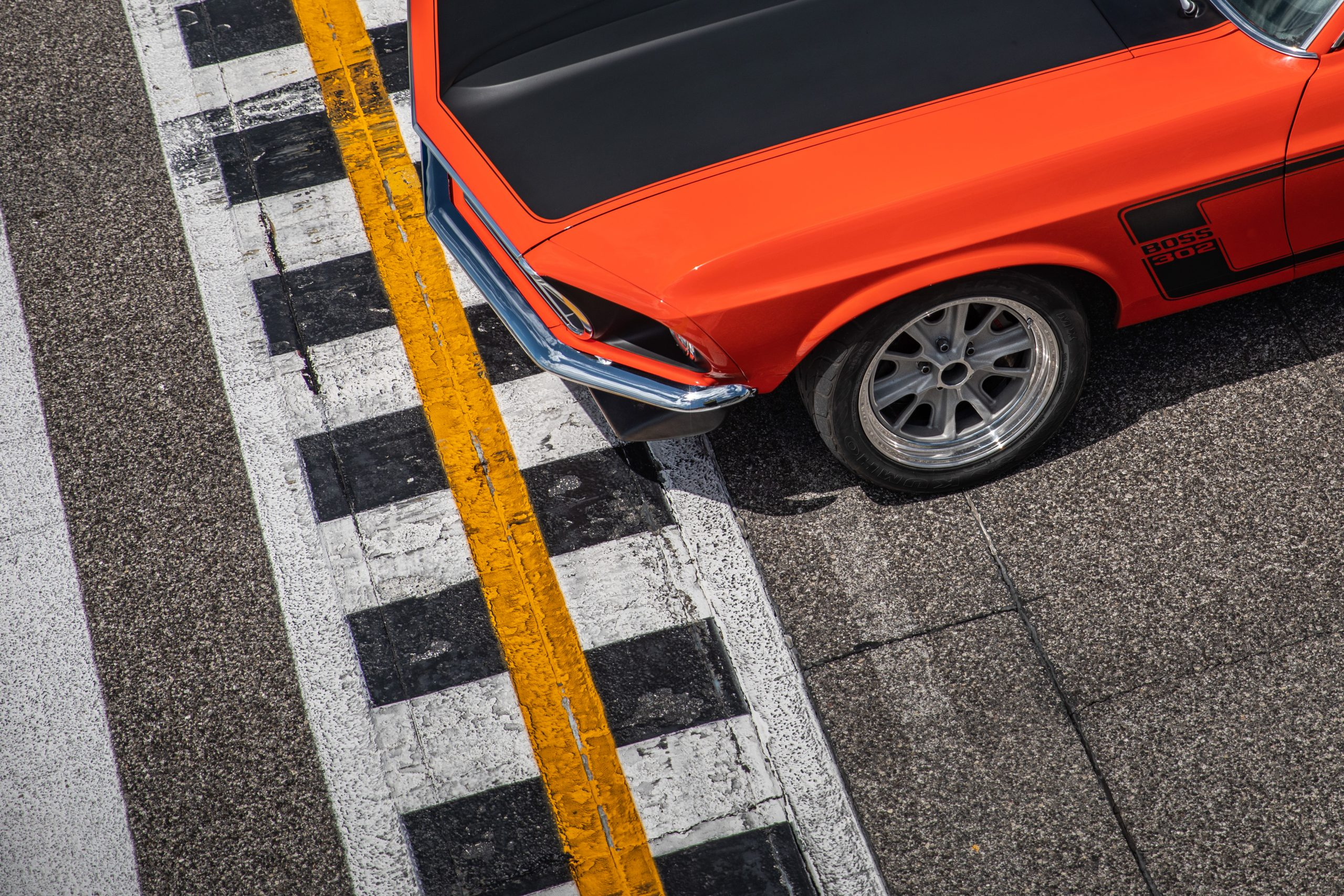 ford mustang boss 302 vintage finish line