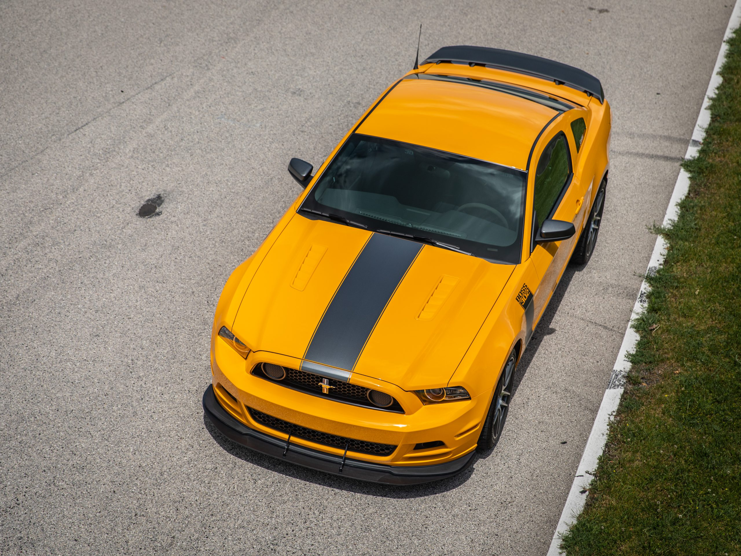 ford mustang boss 302 modern overhead front three-quarter