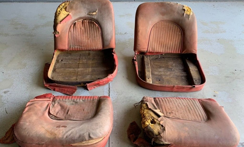 Corvette prototype seats 2 seats plus cushions