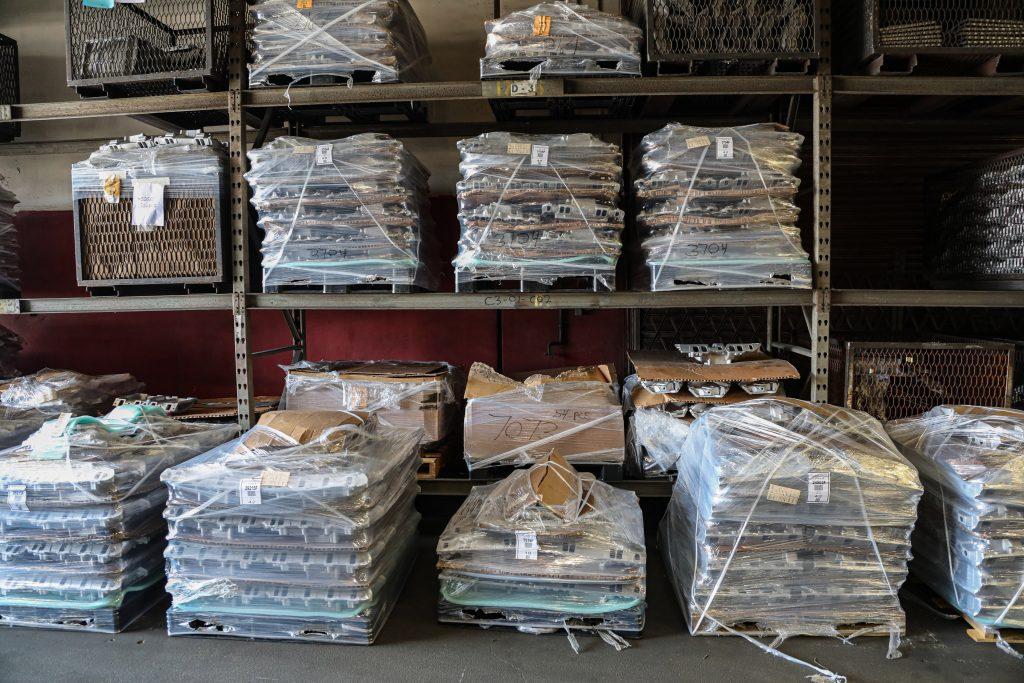 Edelbrock-Foundry-intake pallets