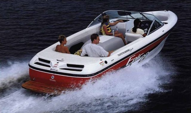 Toyota Epic 22 Powerboat rear three-quarter on water action