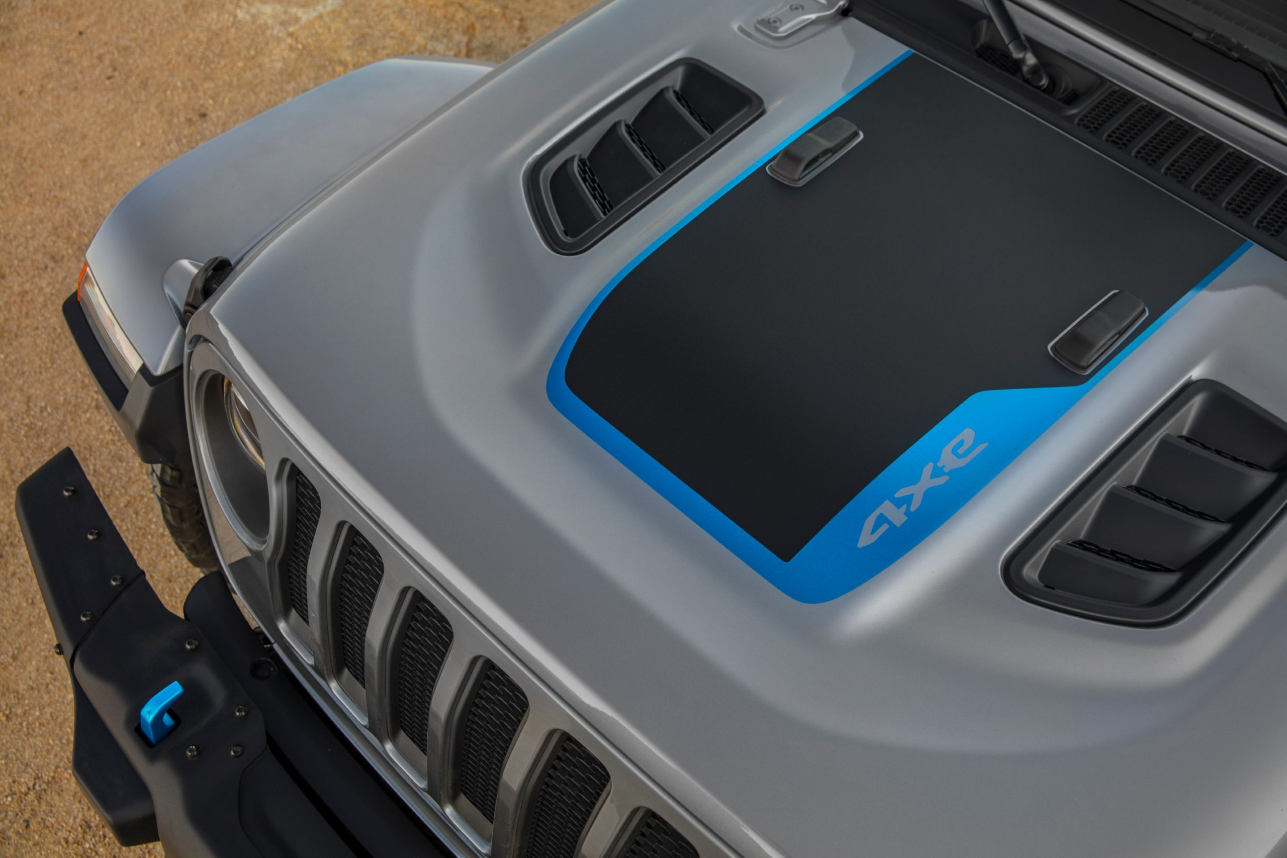 The hood graphic on the 2021 Jeep® Wrangler Rubicon 4xe includes a Surf Blue accent.
