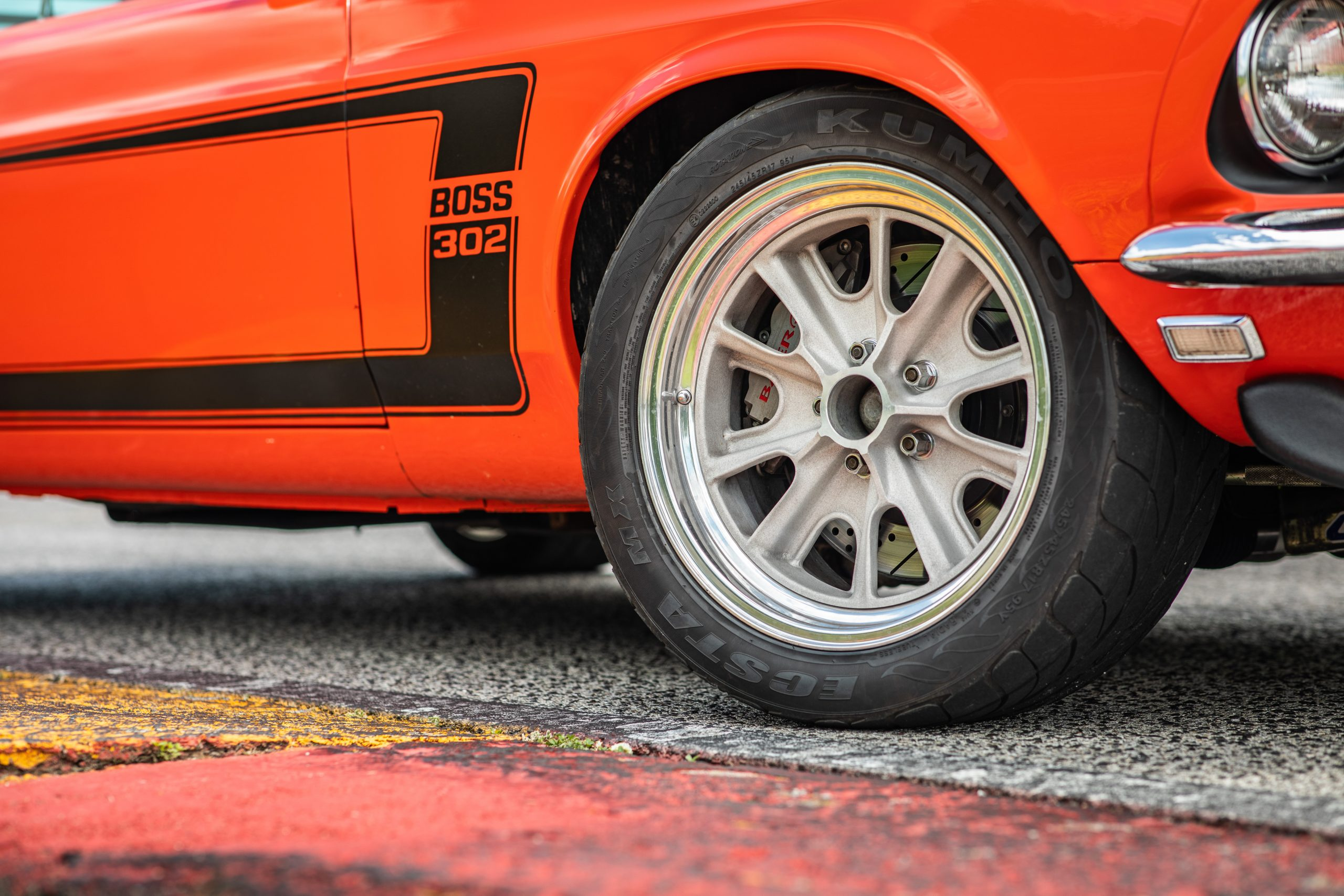 ford mustang boss 302 wheel graphics