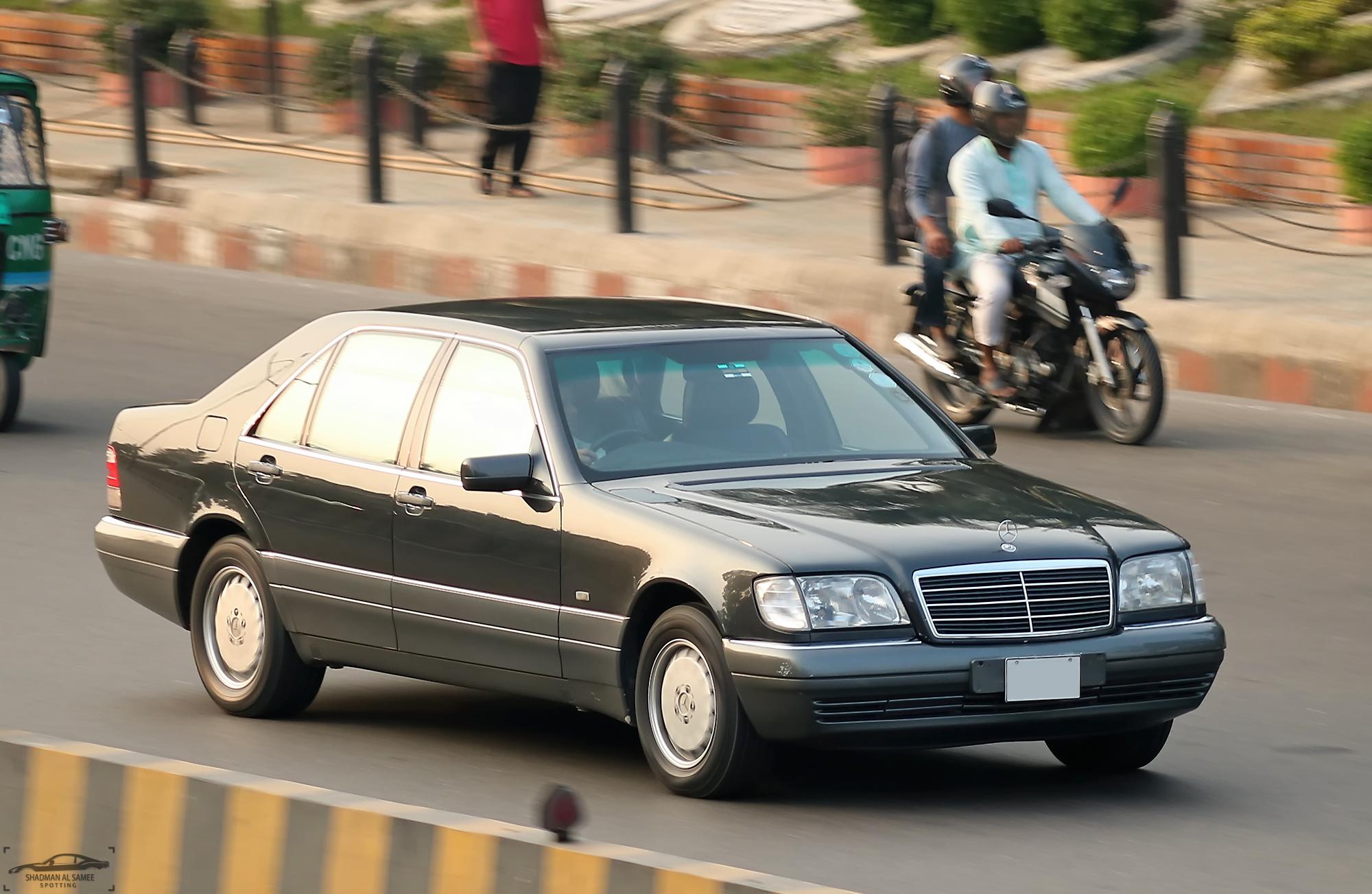Mercedes-Benz_S-Class_(W140),_Bangladesh._(25442602938)