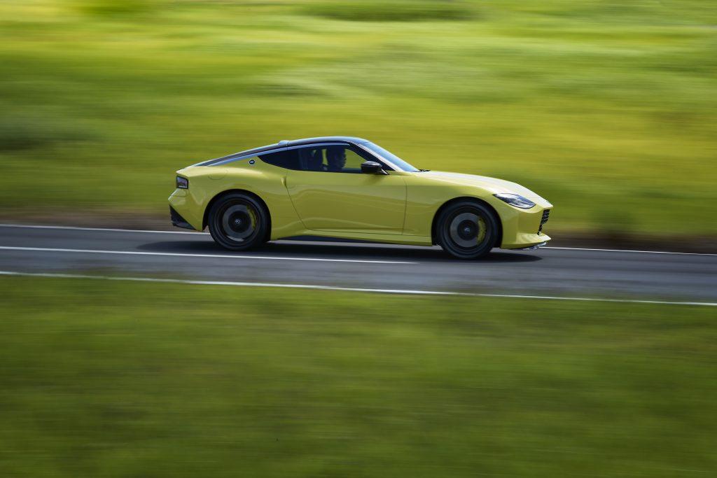 nissan new z car prototype side profile dynamic action